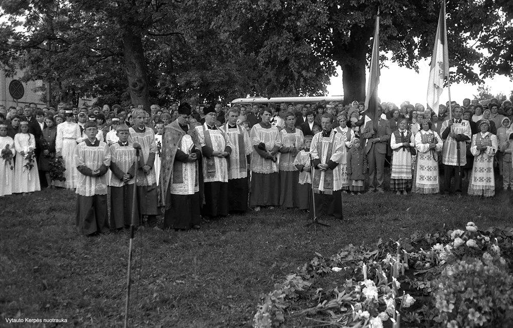 Kryžiaus tautos skausmui atminti šventinimas 1989 m.